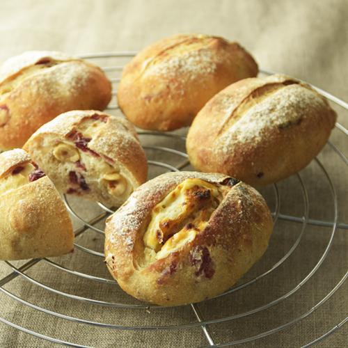 クランベリーとへーゼルナッツのプチパン